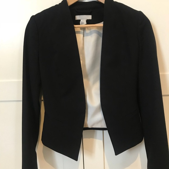 H&M Jackets & Blazers - Beautiful Cropped Fitted Blazer